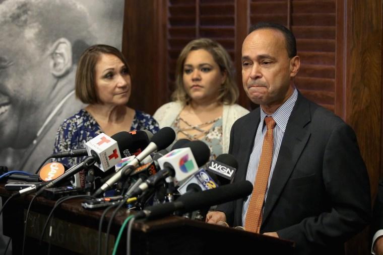 Image: Illinois Rep. Luis Gutierrez Announces His Retirement From Congress