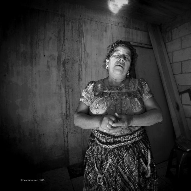Image: Healer, bonesetter and midwife Josefina Vasquez during a healing