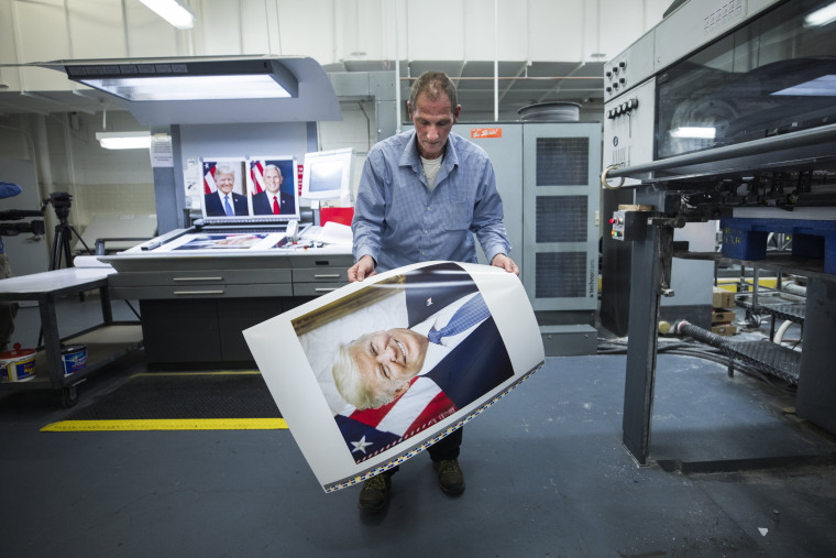 Image: Mike Stone prints copies of the president and vice president's official photographs
