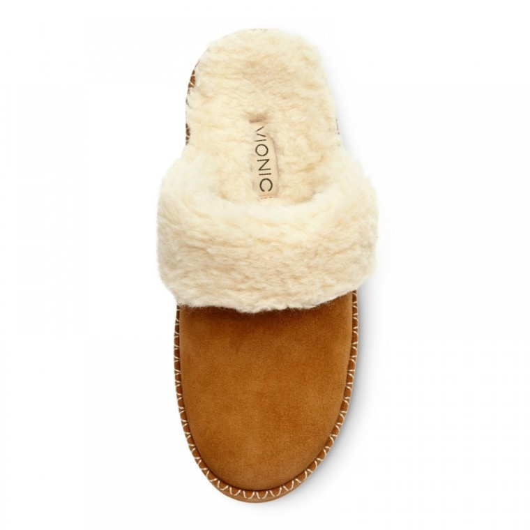 Slippers in camel color