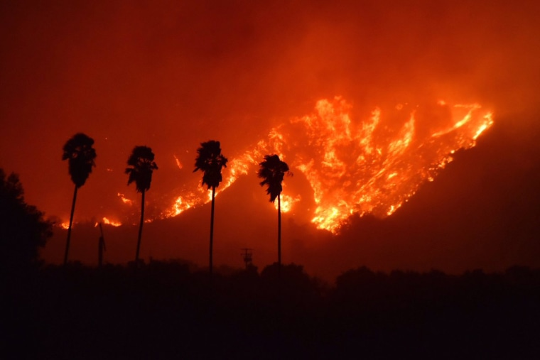 Image: A wildfire burns in Ventura County