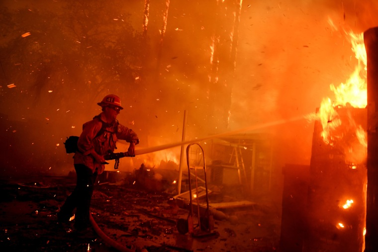 Image: Ventura County Thomas Fire Forces Thousands to Evacuate
