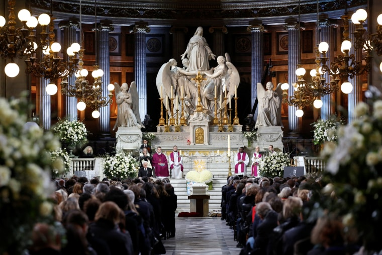 Image: Family members, officials and other mourners attend the funeral ceremony for the late French singer Johnny Hallyday at the Madeleine church in Paris