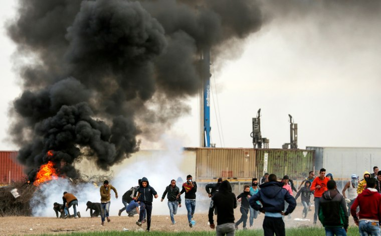 Image: Palestinian protesters clash with Israeli forces near the Israel-Gaza border east of the southern Gaza strip city of Khan Yunis