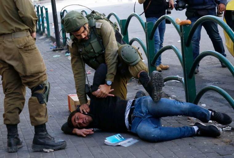 Image: Israeli forces arrest a Palestinian stone thrower during clashes in the city centre of the West Bank town of Hebron