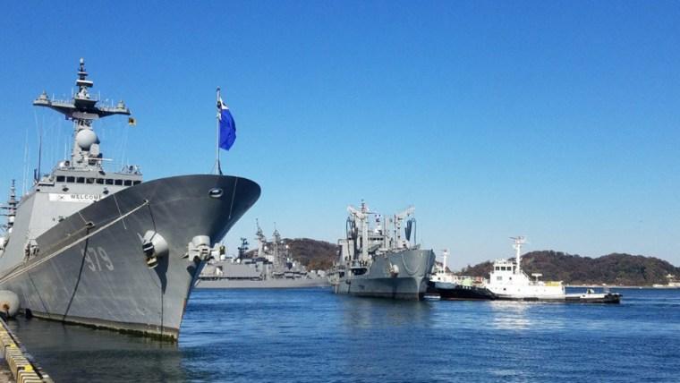 Image: South Korean naval ships visit Japan