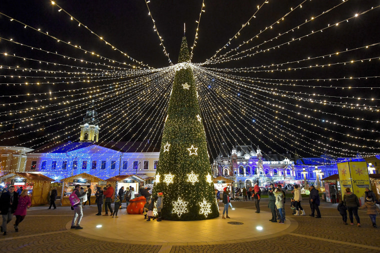 Image: Christmas decorations at the main square of Nagyvarad (Oradea)