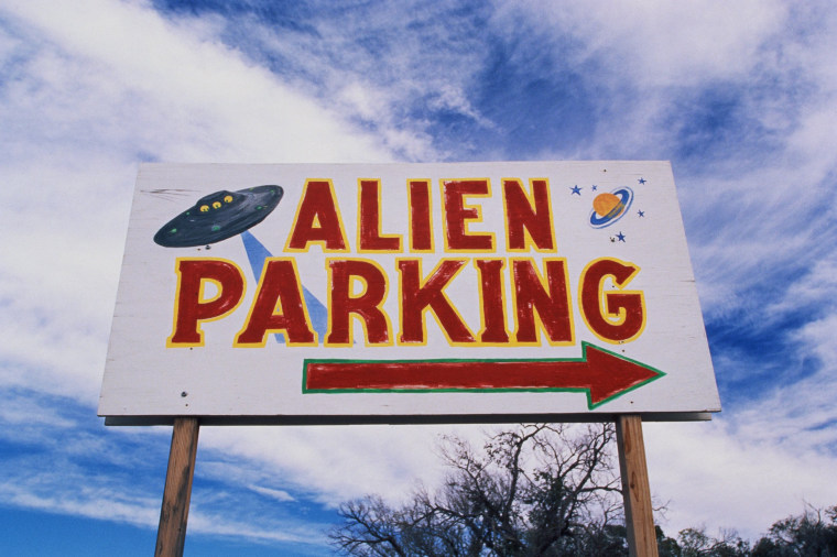 Image: This is a road sign indicating where Alien Parking is. This is the original UFO crash site in Roswell. There are small UFOs on the sign with a large arrow pointing to the right.