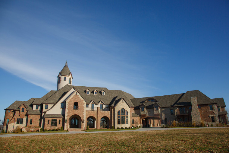 Cole and Heidi Hamels are giving their $9.4 million mansion and 104-acre property in Missouri to a charity that helps people with special needs and chronic illnesses.