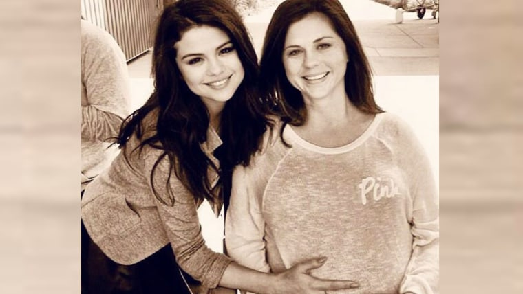 Selena Gomez with her mother, Mandy Teefey, in 2011.