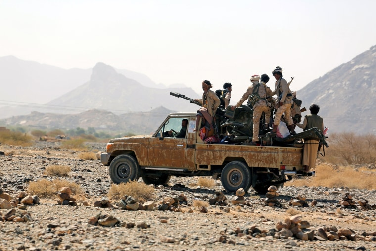 Image: Pro-Yemeni government fighters control over eastern Bayhan district