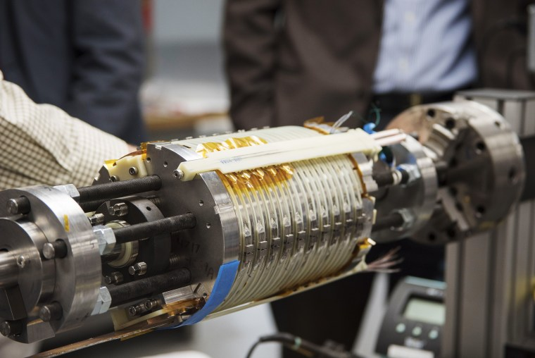 Image:  the National MagLab reached a magnetic field of 32 teslas