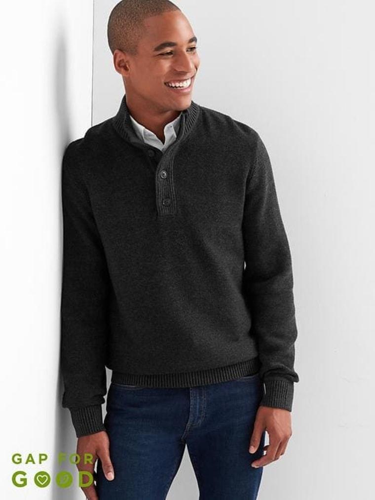 GAP Textured Henley Mockneck Sweater in Cotton,