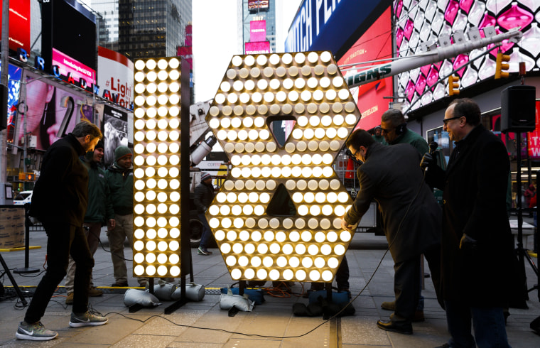Image: Numerals for '2018' are Delivered to Times Square