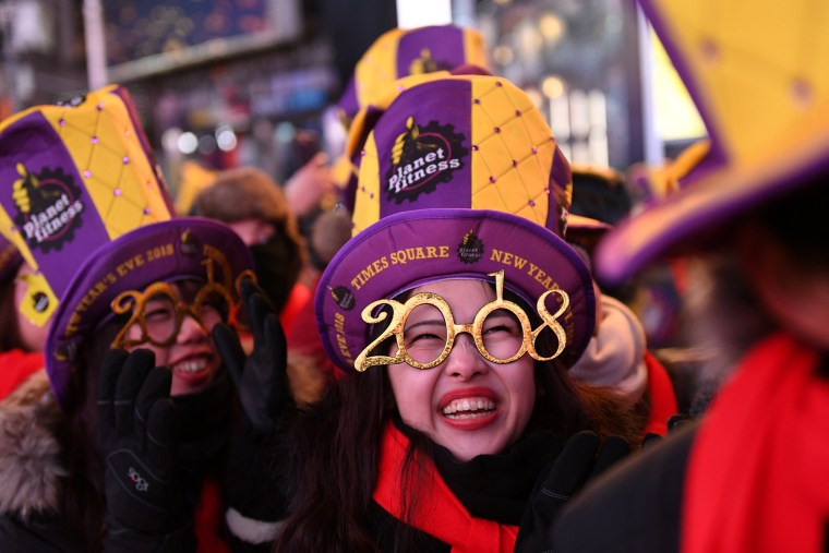 Image: Revelers Brace Freezing Cold Temperatures in Times Square