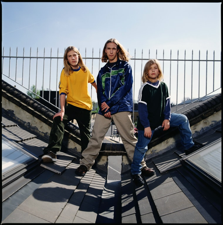 Hanson Posed In London