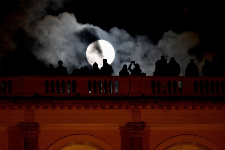Image: Italy Supermoon