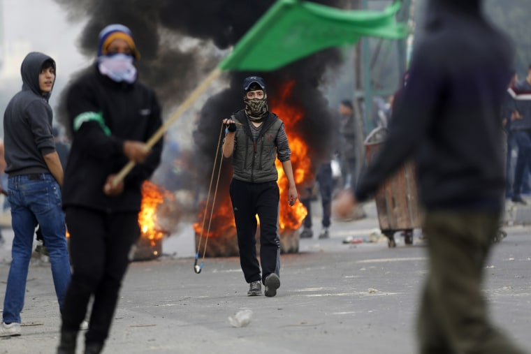 Image: Palestinians clash with Israeli troops