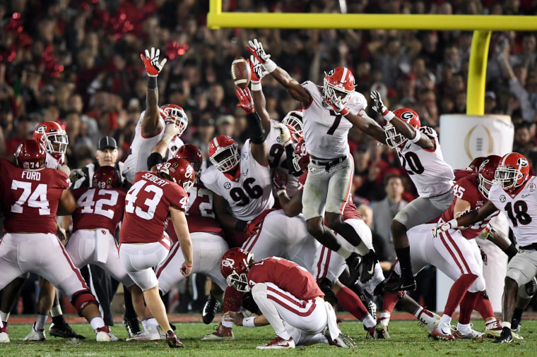Image: Georgia linebacker Lorenzo Carter blocks a field goal attempt by Oklahoma kicker Austin Seibert