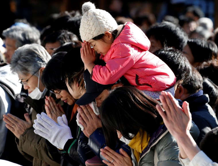 Image: Worshipers offer prayers on the first day of the new year at the Meiji Shrine in Tokyo