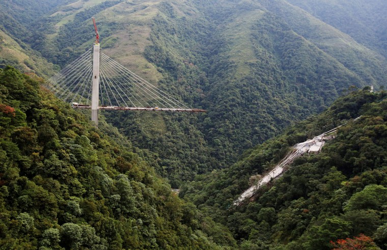Image: A bridge that was under construction collapsed in Chirajara, Colombia