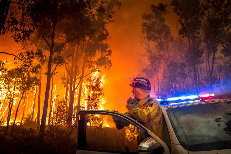 Image: A firefighter monitors a bushfire in the eastern suburbs of Perth