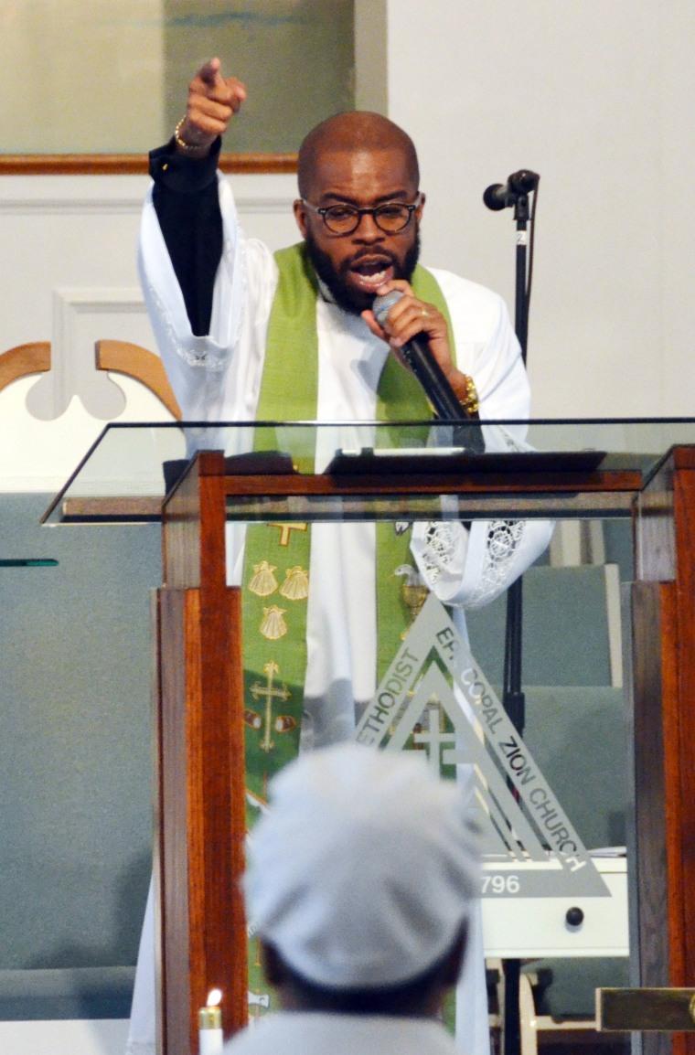African-American pastors condemn Trump's vulgar remarks