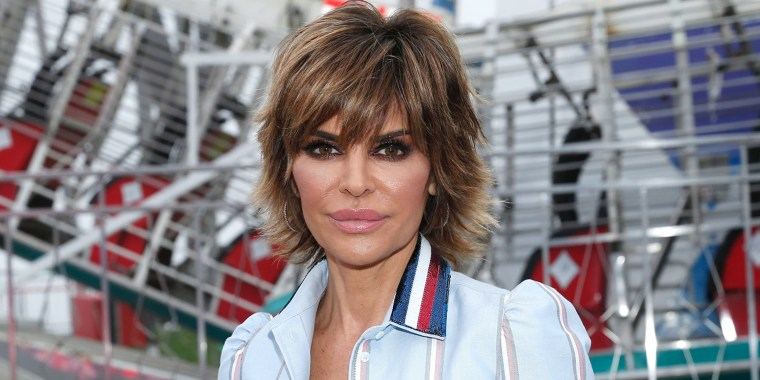real housewives star lisa rinna ditches bob for extensions
