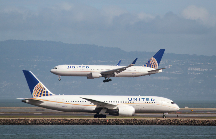 Image: A United Airlines 787 taxis as a United Airlines 767 lands at San Francisco International Airport
