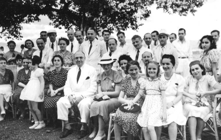 Lotte Cassell Hershfield (facing the front) arrived in Manila with her family from Breslau in 1938 and stayed in Manila till 1946.