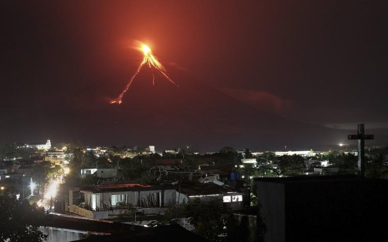 Image:Erupting Mayon volcano