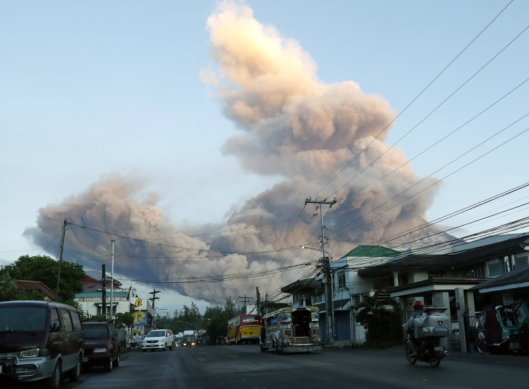 Image: Erupting Mayon volcano in Albay province