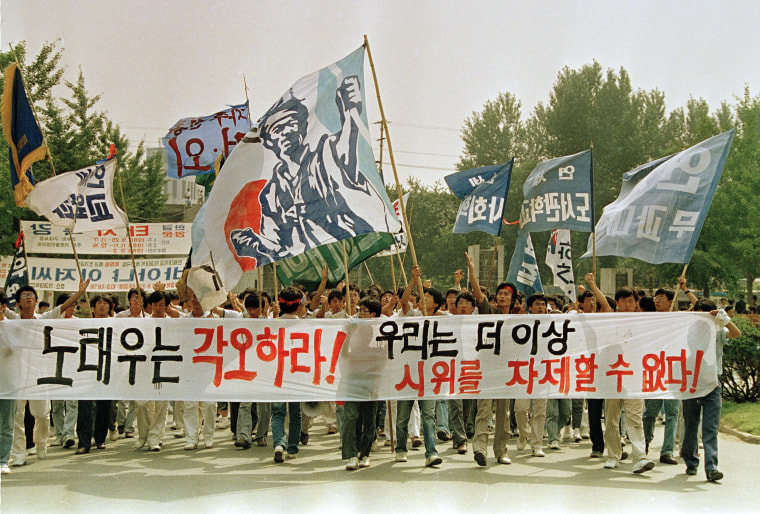 Image: Students protest at Yonsei University to demand North Korea take part in the Summer Olympics in 1988