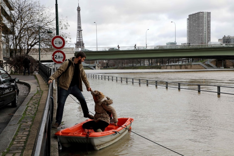Image: FRANCE-WEATHER-FLOODS
