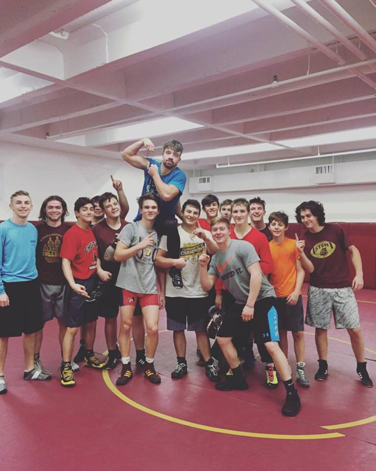 18-year-old Justin Sears recently learned he had lung cancer. He worried that it would stop him from wrestling, but he has been able to continue even with his diagnosis.