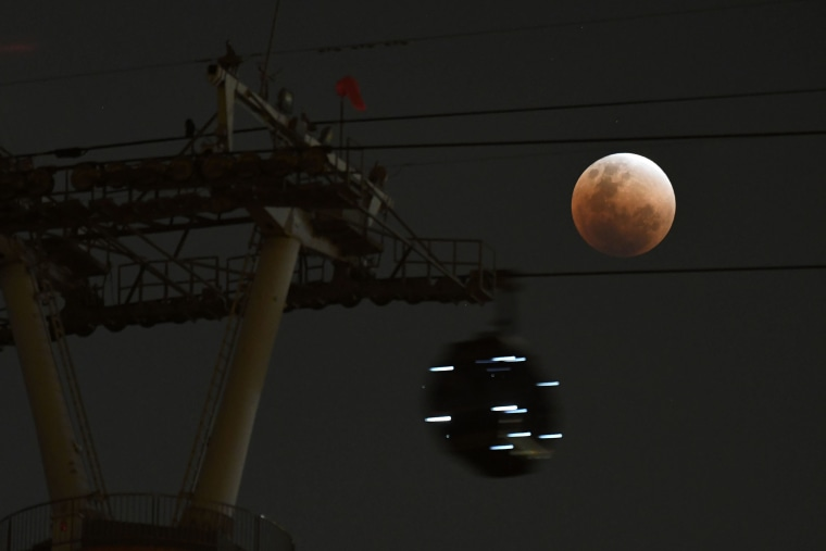 Image: Supermoon Eclipse