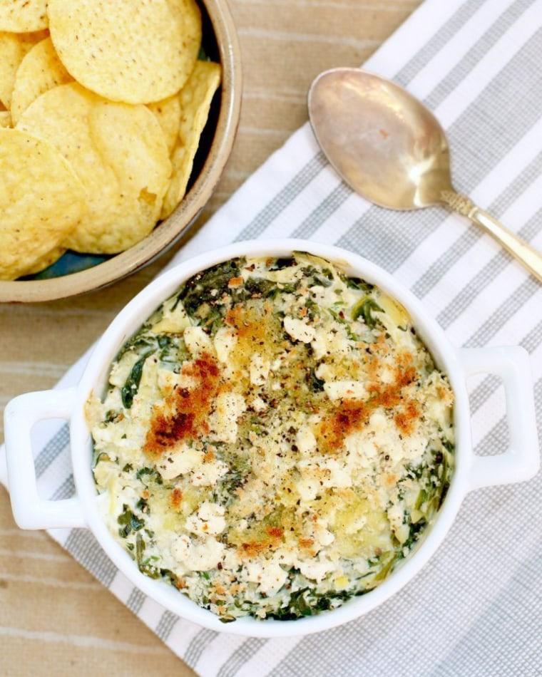 Creamy Artichoke Spinach Greek Yogurt Dip