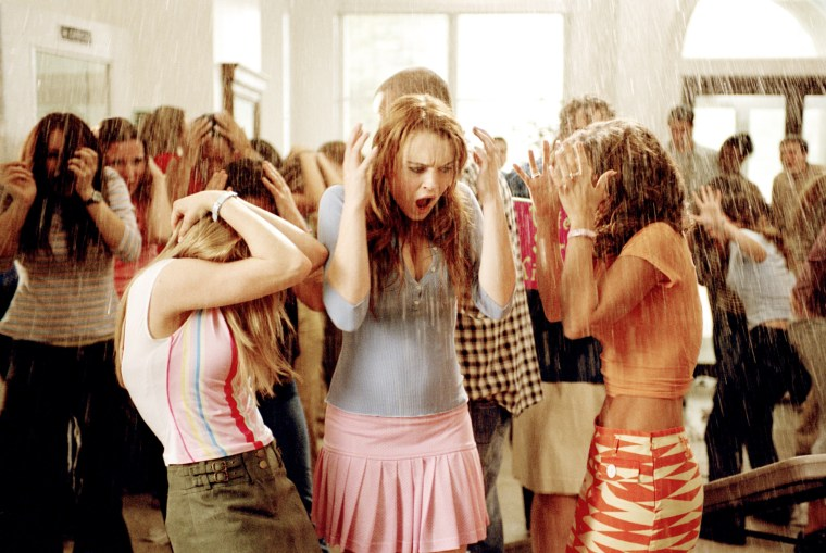 MEAN GIRLS, Amanda Seyfried, Lindsay Lohan, Lacey Chabert, 2004, (c)
