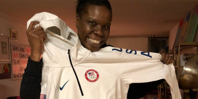 Leslie Jones live tweets Olympic ice skating