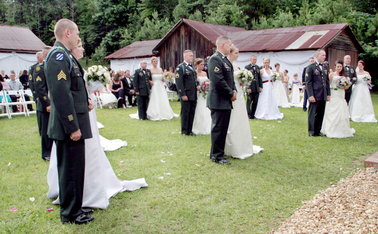 Image: Seventeen couples with the 3rd Heavy Brigade Combat Team, 3rd Infantry Division based at Fort Benning, Georgia, exchanged marriage vows at the Columbus Botanical Gardens in Columbus, Georgia on June 13, 2009.