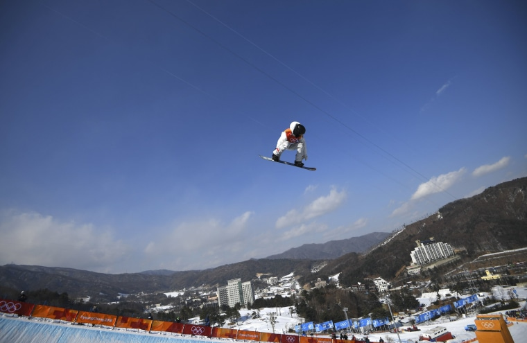 Image: Snowboarding: Men's Halfpipe Qualification