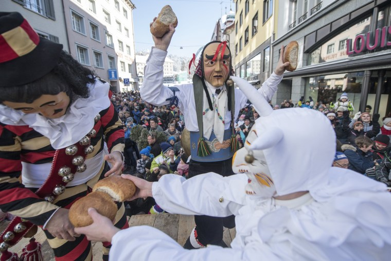 Image: Bread throwing carnival tradition