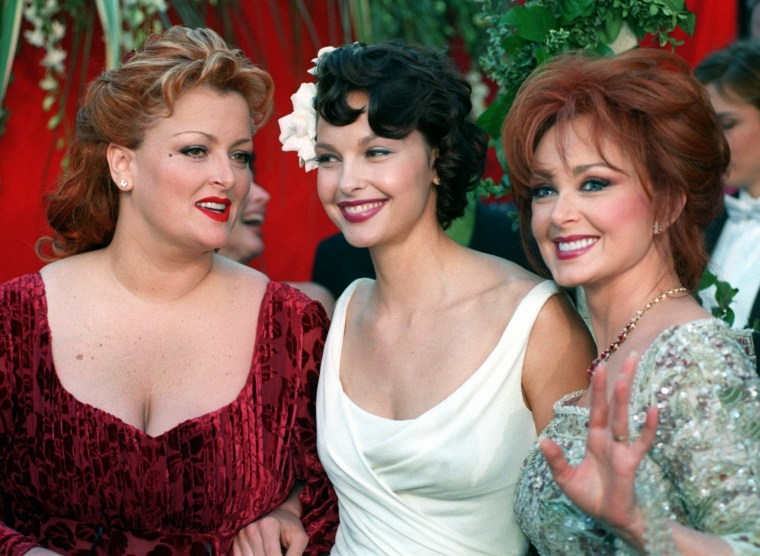 Country singer Naomi Judd, right, is joined by her daughters, singer Winona, left, and actress Ashley, during the arrivals for the 70th Academy Awards show Monday, March 23, 1998 in Los Angeles.