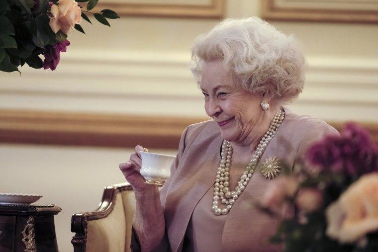 Maggie Sullivun portrays Queen Elizabeth II in Harry & Meghan: A Royal Romance, premiering on Lifetime.