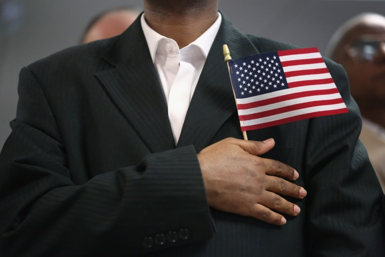 Image: Immigrants sworn in