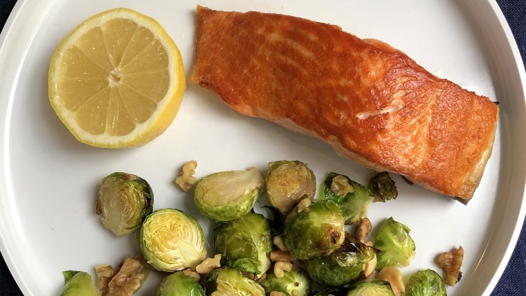 This ketogenic-diet dinner of pan-seared salmon and brussels is super healthy and easy to make.