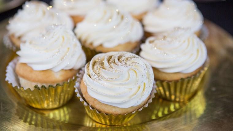 Oscar party Gold-Dust Cupcakes