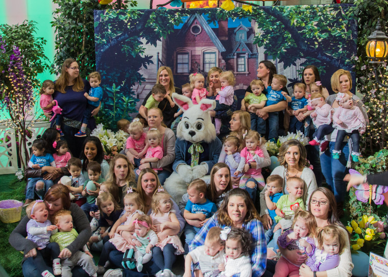 18 sets of twins who visited the Easter Bunny together.
