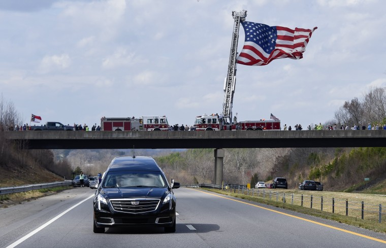 Image: A motorcade transports the body Billy Graham