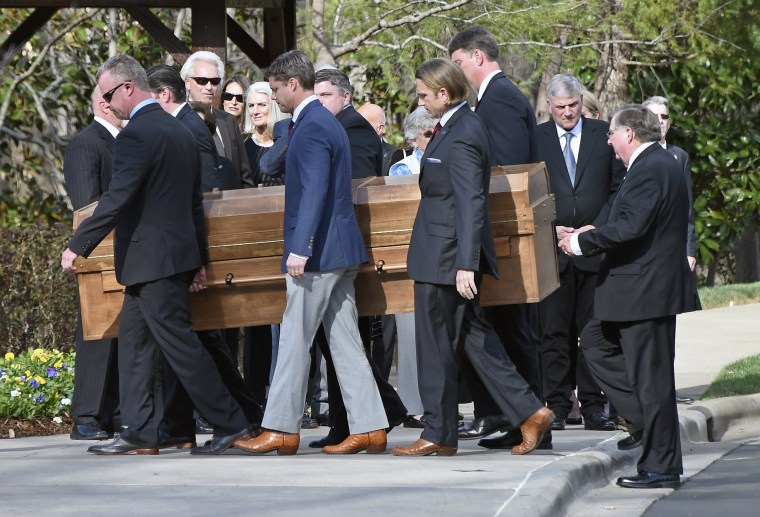 Image: Pallbearers carry Billy Graham's casket past family members